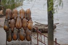 兰州黄河边上的羊皮筏子